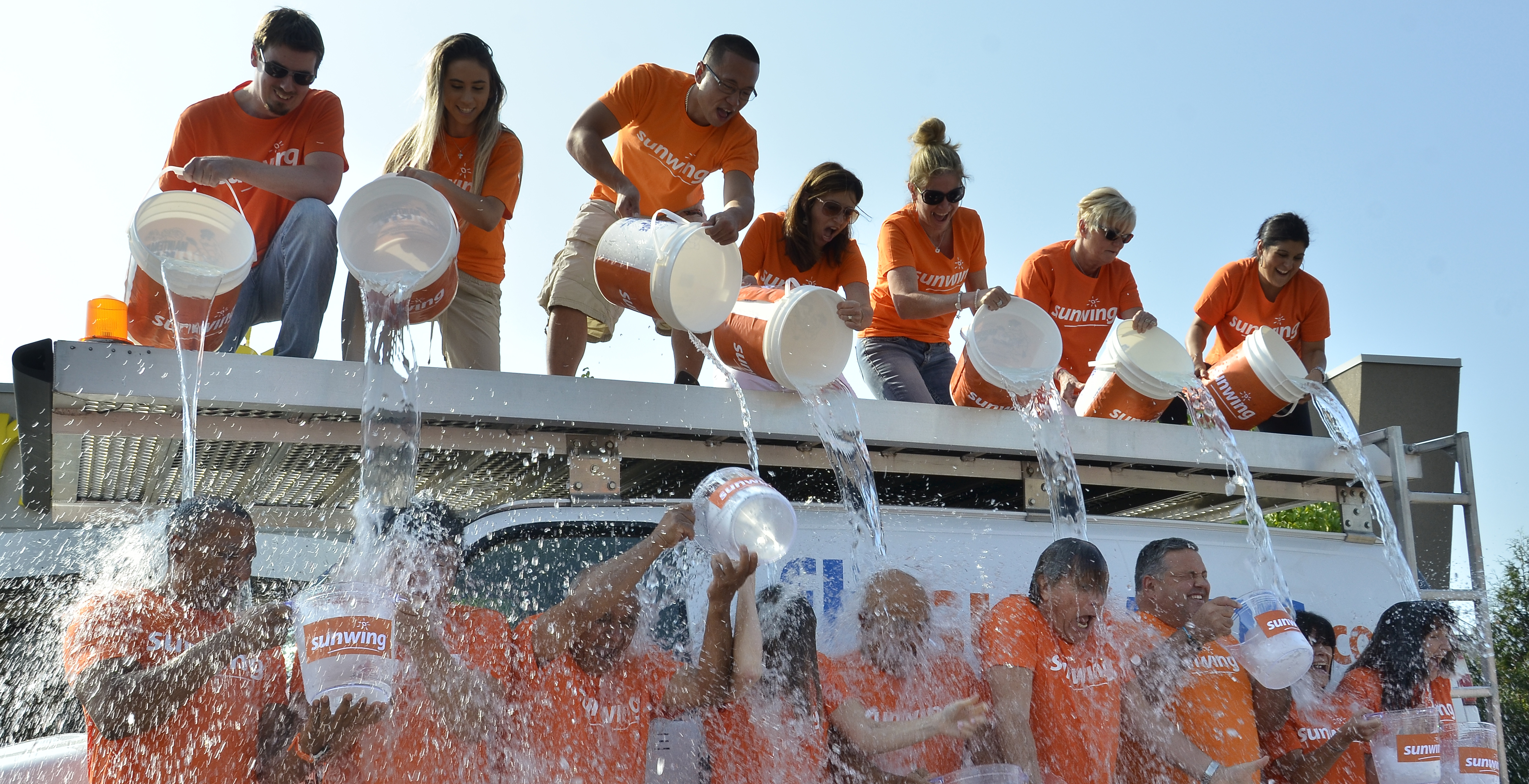 Sunwing accepts the Ice Bucket Challenge