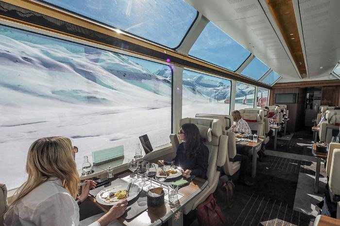 SEAT WITH A VIEW. The new Excellence Class on The Glacier Express. Photo: zermatt.ch
