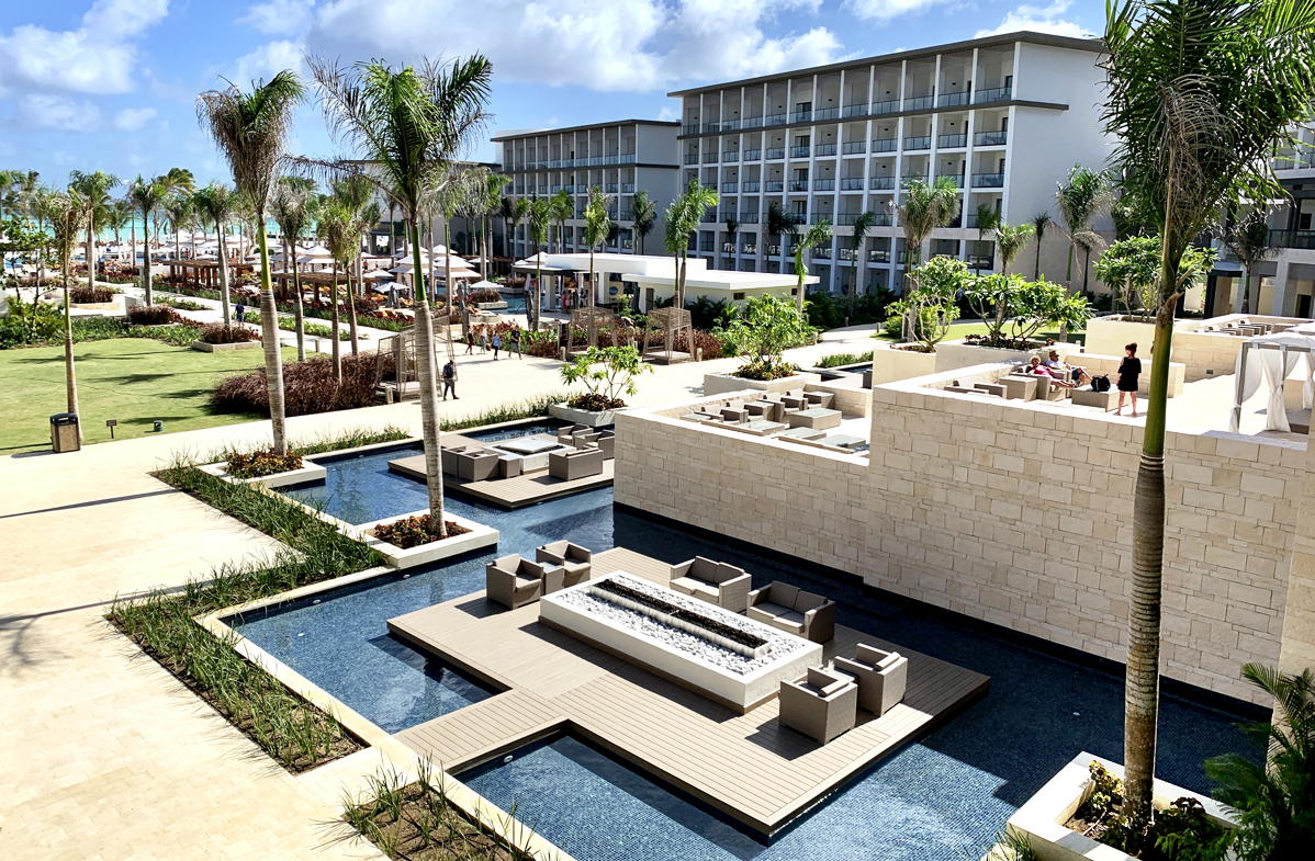 The Hyatt Ziva and Zilara each boast 375 spacious suites – all oceanfront with some swim-ups.