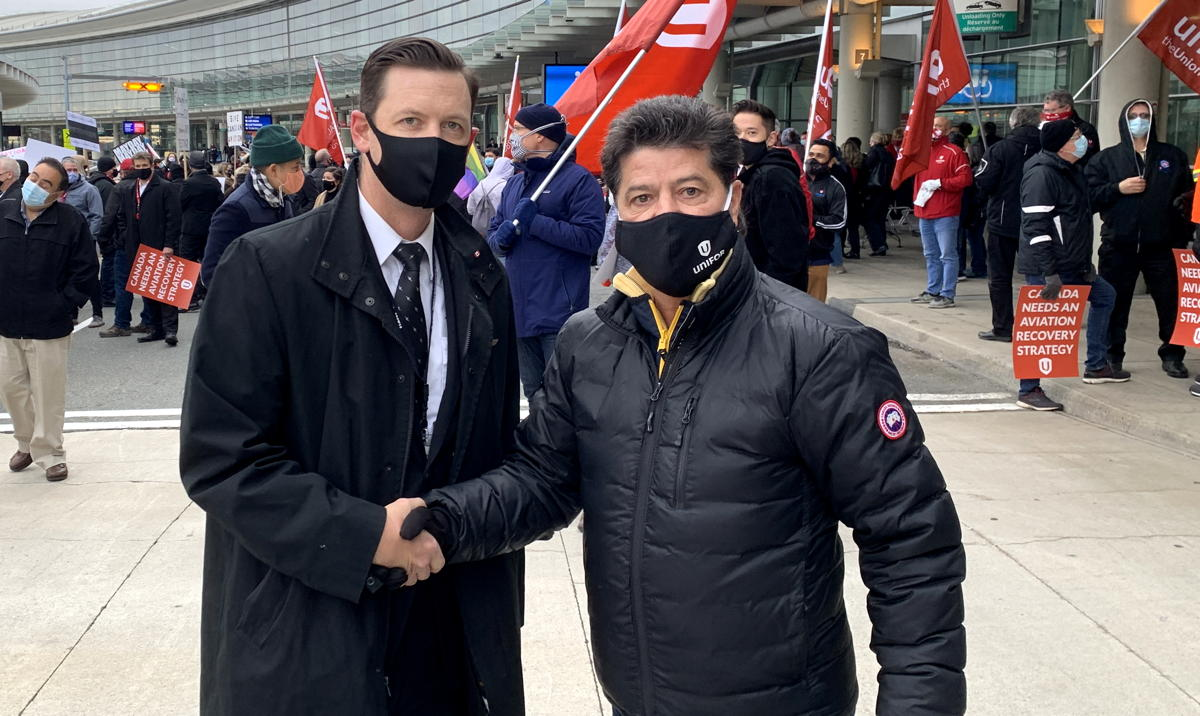 From left: Tim Perry, president of ALPA Canada; Jerry Dias, Unifor National President.