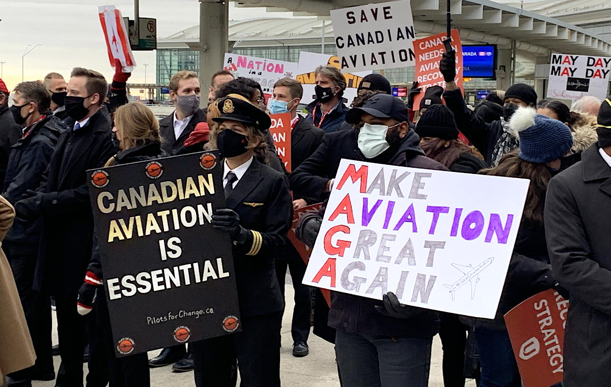 The vocal crowd aimed their frustration at the Trudeau government for stalling on a recovery plan for aviation.