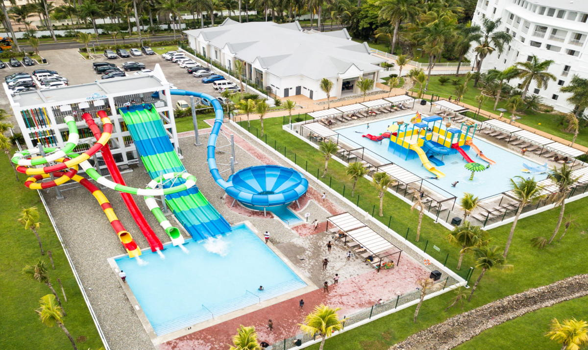 The Riu Ocho Rios all-inclusive has re-opened with a new Splash Water World aquatic park.