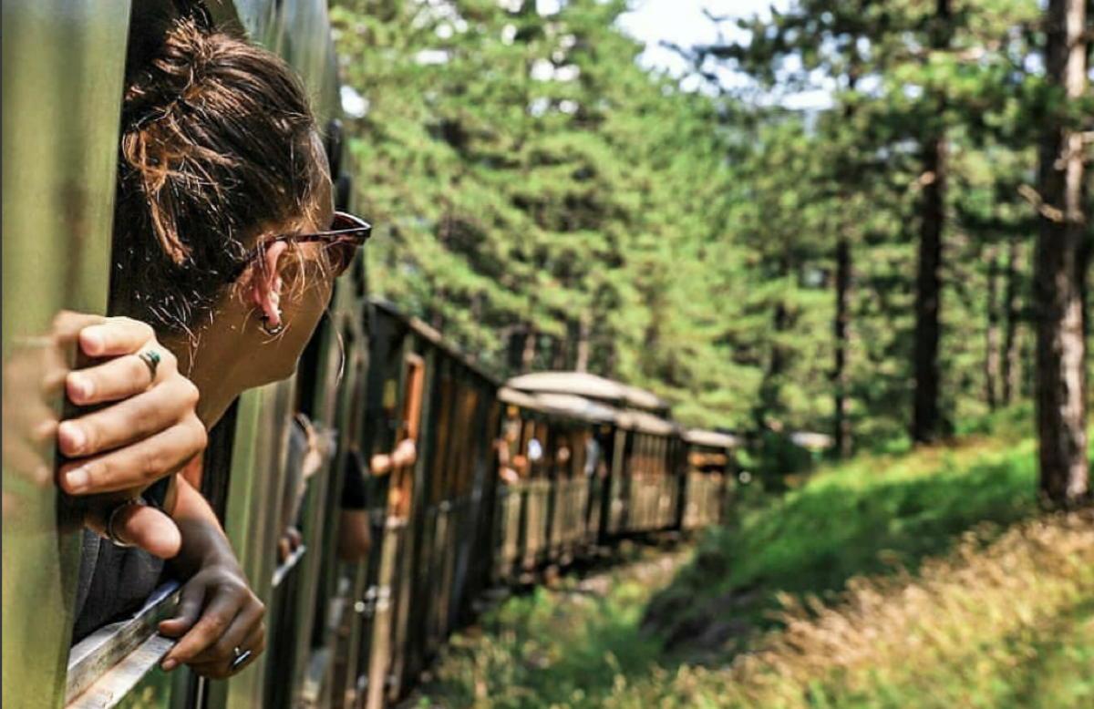 Le train est l'un des moyens les plus écologiques et durables de voir l'Europe. (Instagram/@seoskiturizam)