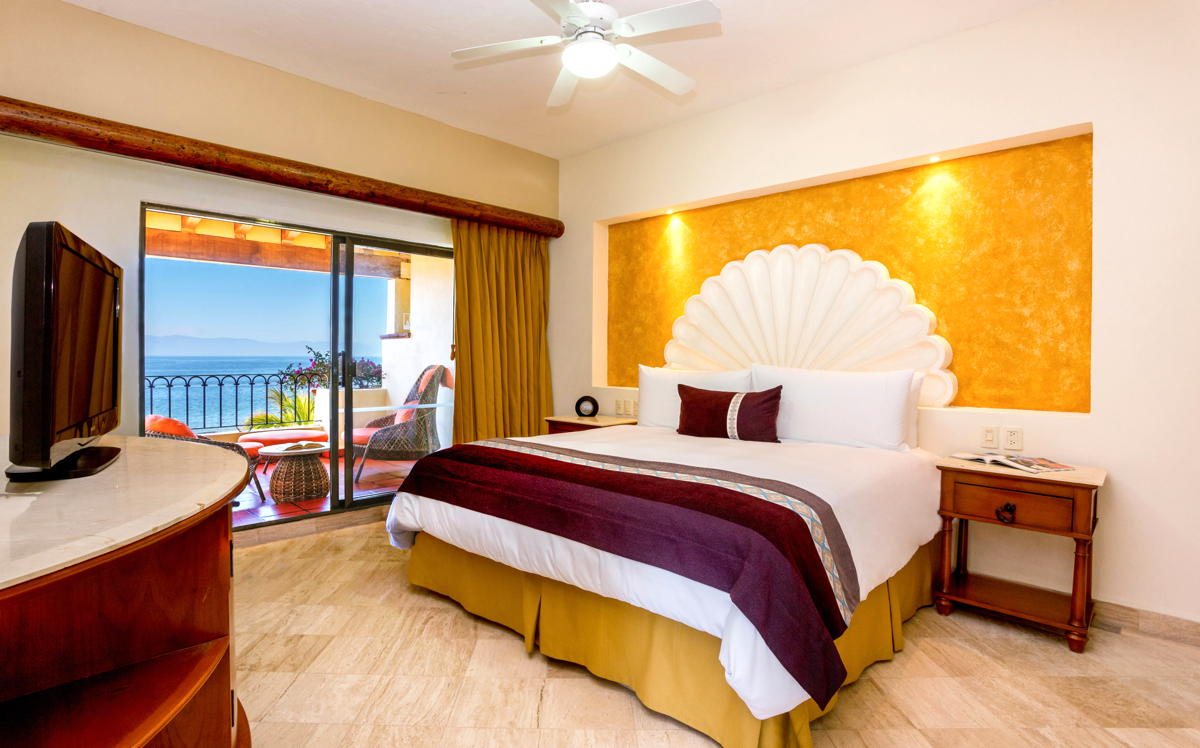 NO PLACE LIKE HOME. An oceanview suite at Velas Vallarta. (Velas Resorts)