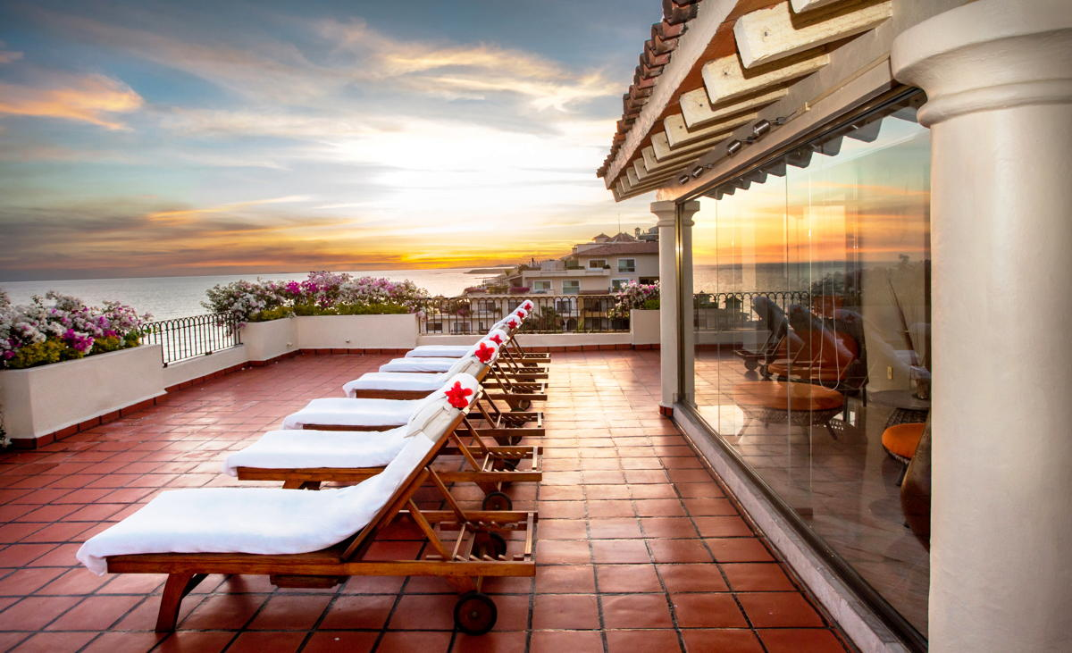 SOARING VIEWS. The rooftop terrace of the Presidential Suite at Velas Vallarta. (Velas Resorts)