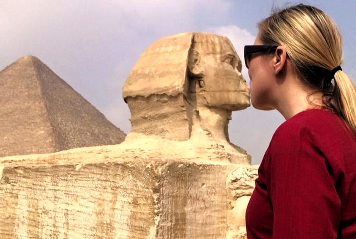 Erz kisses the sphinx in Cairo, Egypt. Photo courtesy of Kristin Erz.