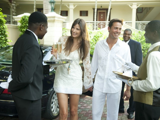 Sandals launches new airport transfers in Jamaica