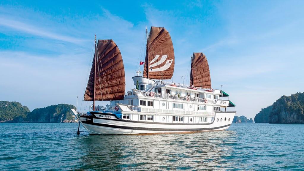 VIETNAM, CAMBODIA & HONG KONG wi...