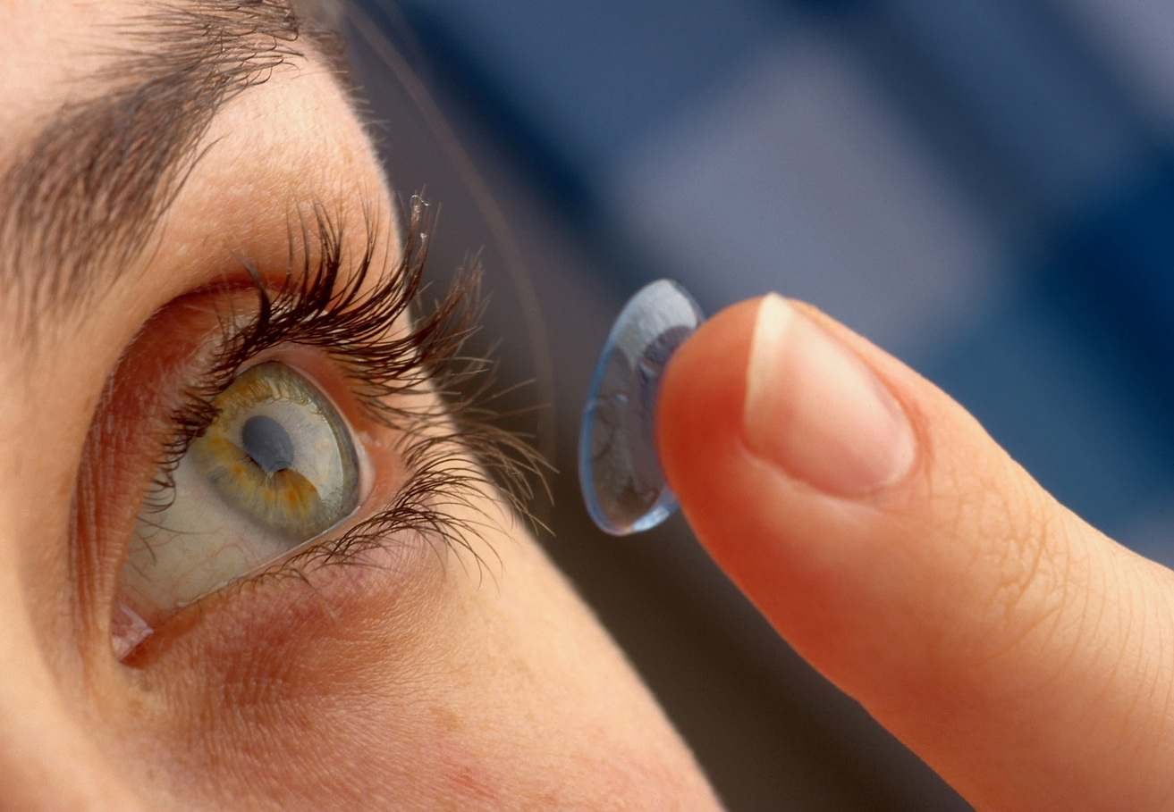 Advantages-Of-Using-Contact-Lenses.jpg