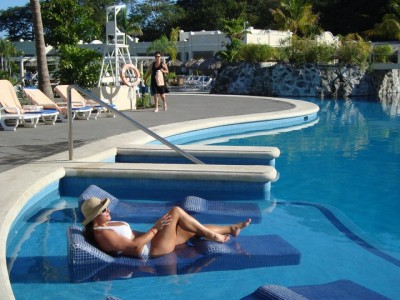 CHILLIN' POOL SIDE RIU GUANACASTE