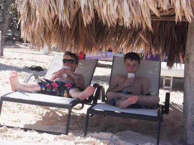 CHILLIN'  ON THE  BEACH -GREAT LIFE