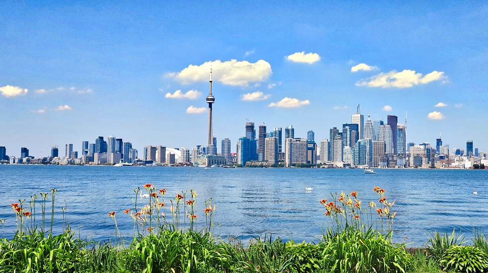 Billy Bishop Airport launches 18-min. commuter services