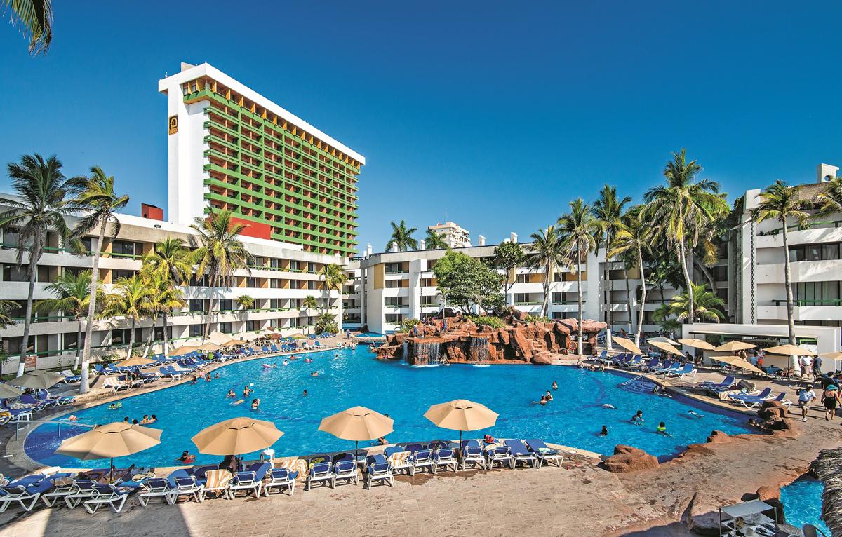 Sunwing showcases Mazatlan for November