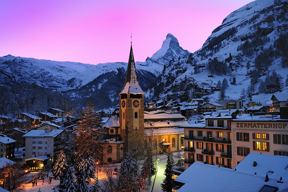 Heavy snowfall traps Zermatt tourists