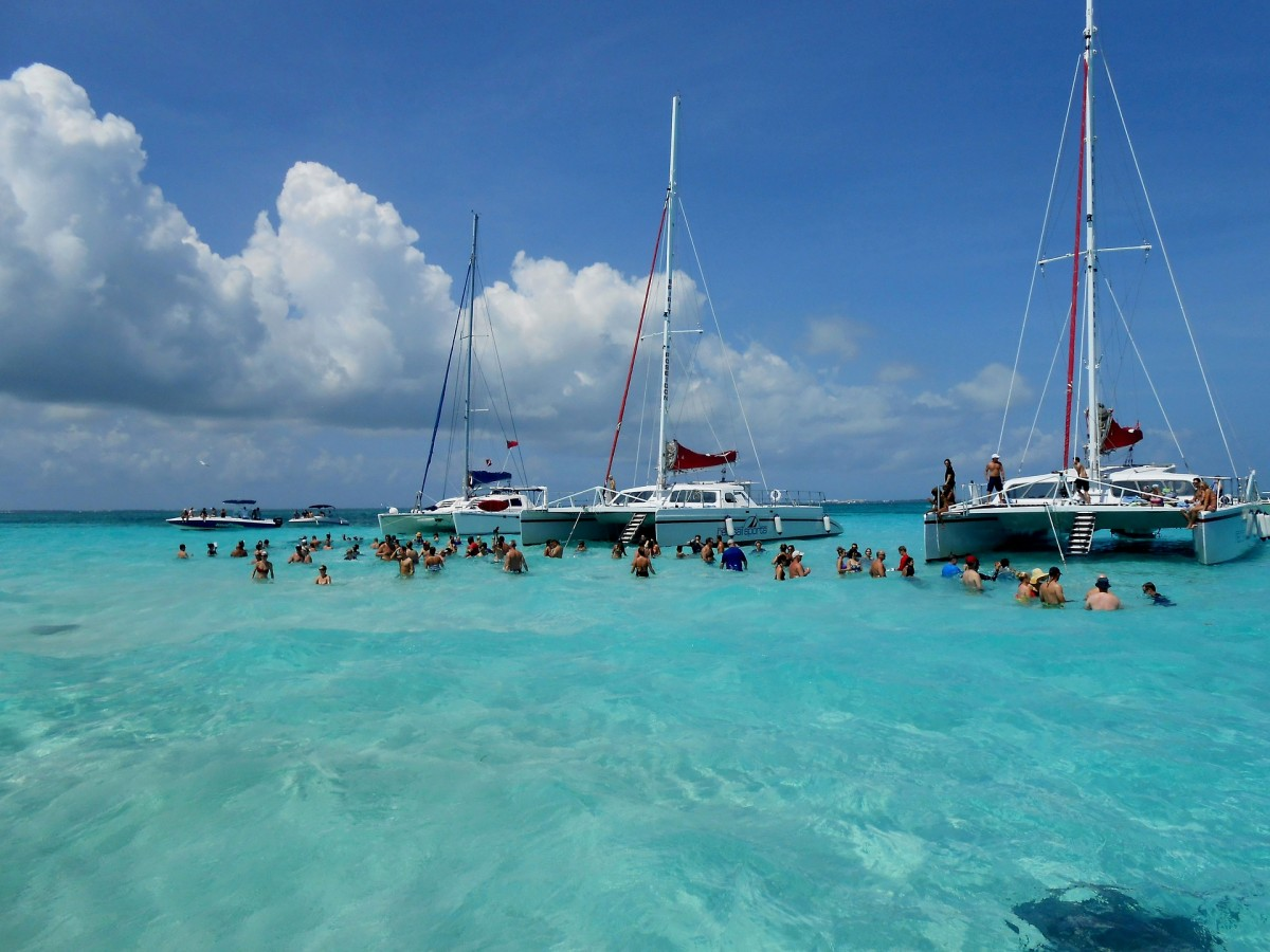 Cayman Islands reports record tourism numbers for 2017