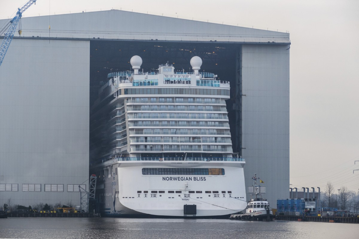 Norwegian Bliss floats out of Germany