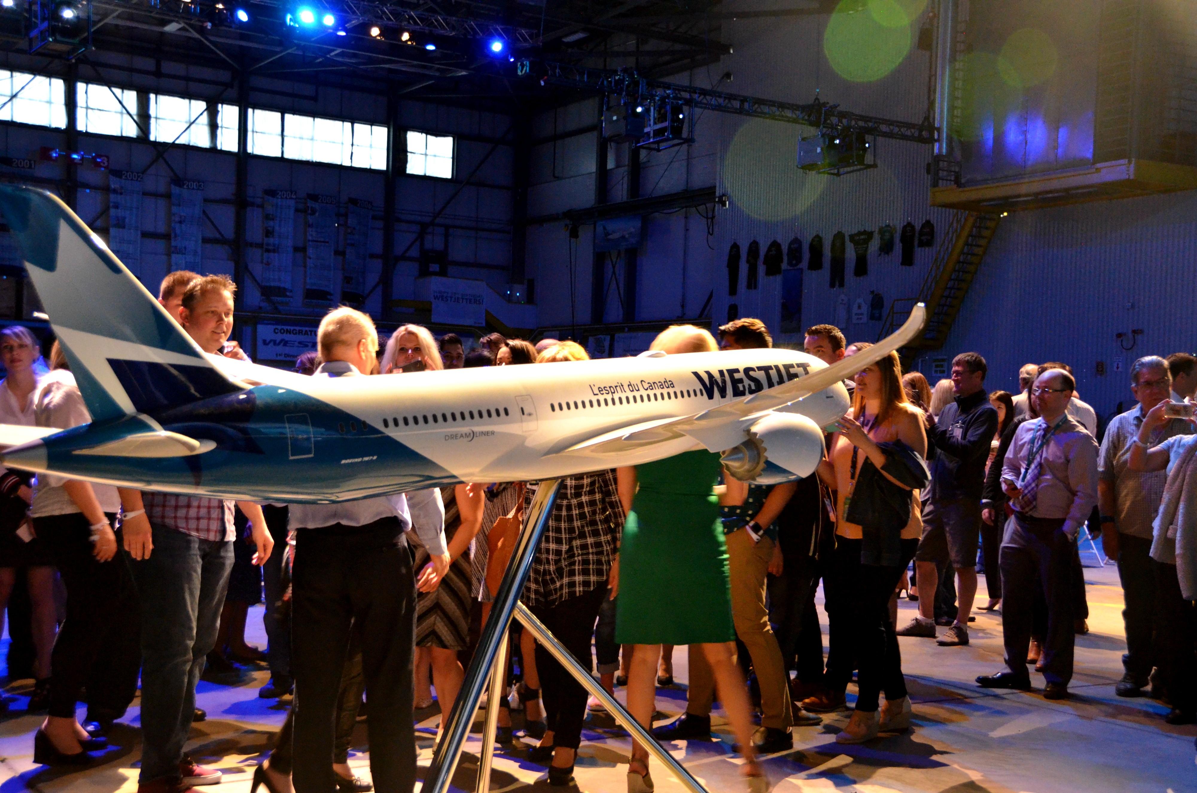 WestJet Dreamliners YYC 8.jpg