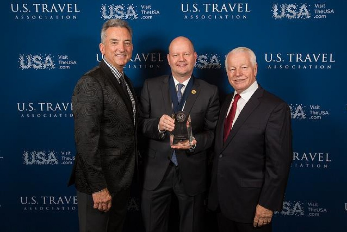TravelBrands receives Chairman's Circle Honors award at IPW