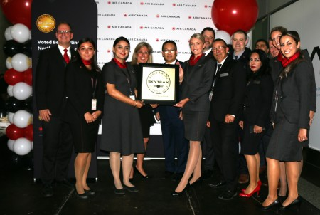 Air Canada executives show off Skytrax award