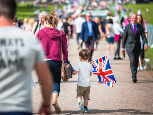 835,000 Canadians came to the UK last year and those numbers keep going up