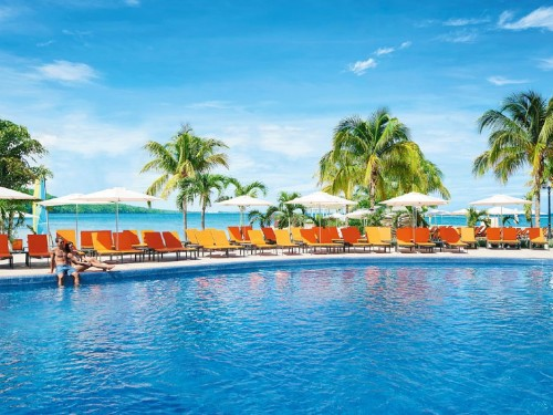 Earn 4X ACV&ME points with Palace Resorts