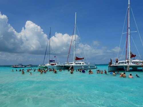 Canadian arrivals to Cayman Islands climb