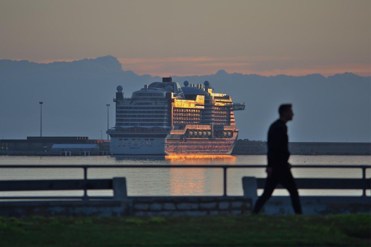 As coronavirus cases climb, cruise lines tighten boarding requirements