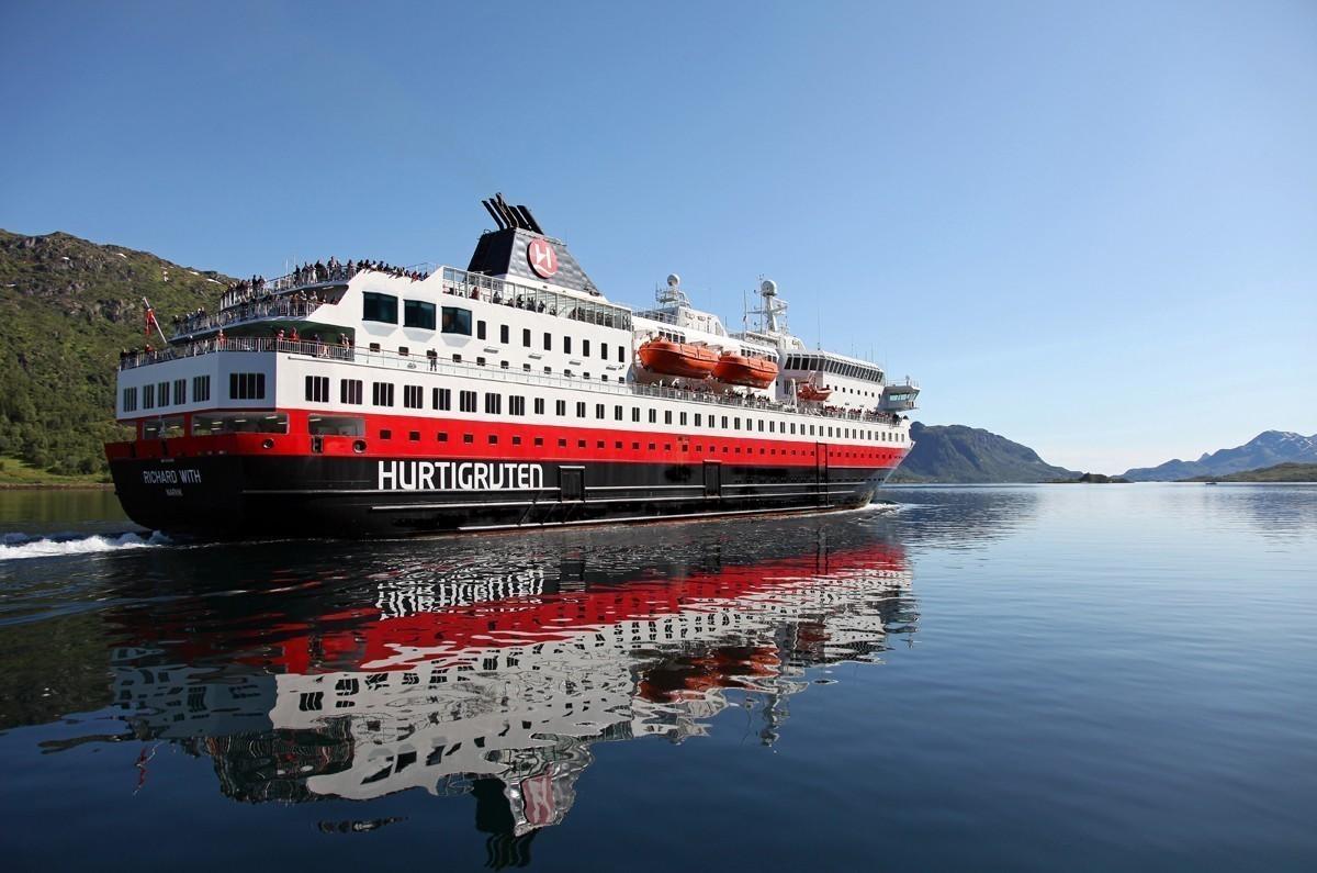 COVID-19: Hurtigruten pauses global operations
