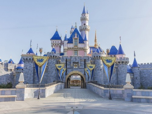Disneyland, Disney World closed until further notice