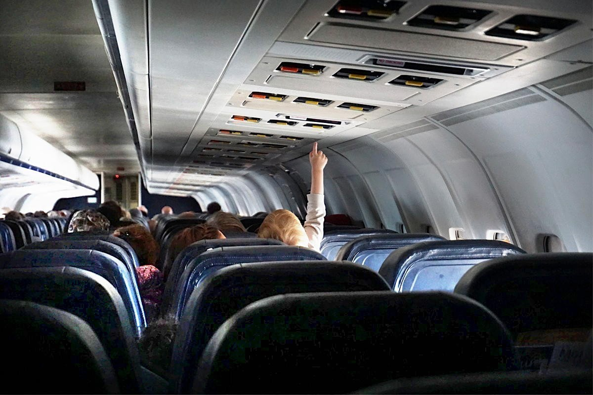 Canadians are not comfortable flying since seat distancing was removed, poll finds