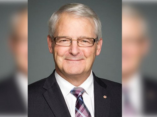 Garneau directs CTA to develop new regulations on air passenger refunds
