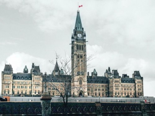 Ottawa extends hotel stopover, 14-day quarantine for another month